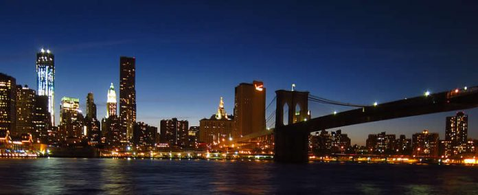 New York skyline - Manhattan - Brooklyn Bridge - Freedom Tower - at night