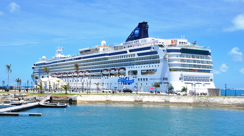 Big cruise ship docked at Dockyards guide to book - Travel from and to Australia - Cruise