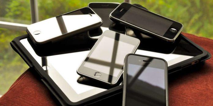 iPhone family - Australians Travelling - World