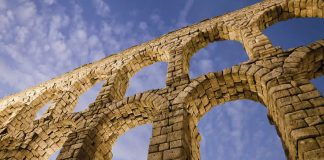 Travel Spain - Roman - Aqueduct in Segovia