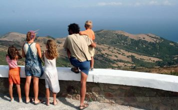 Vacation - Spain - Family at the lookout