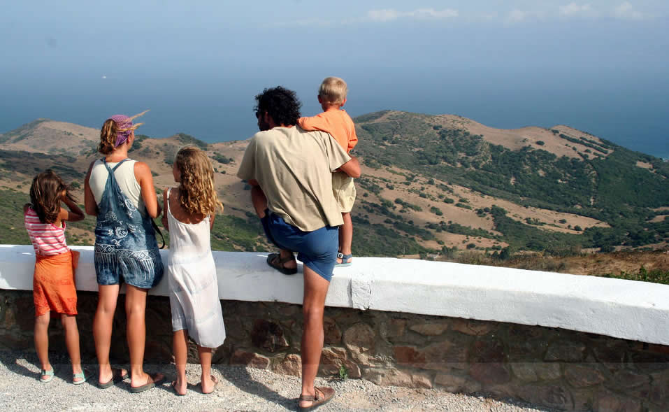 Vacation - Spain - Family at the lookout | Australian Travel & Photography Inspiration - Go For Fun